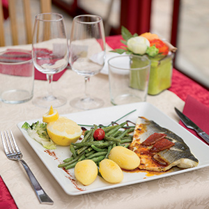 Paris restaurant butte